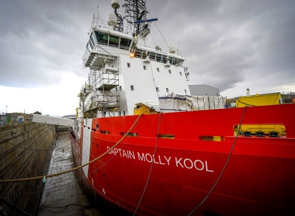 Le NGCC Captain Molly Kool amarré au port.